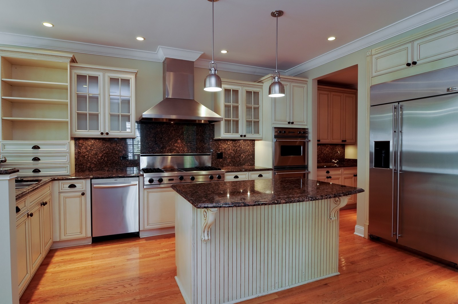 Real Estate Photography - 2247 N Clifton, Chicago, IL, 60614 - Kitchen