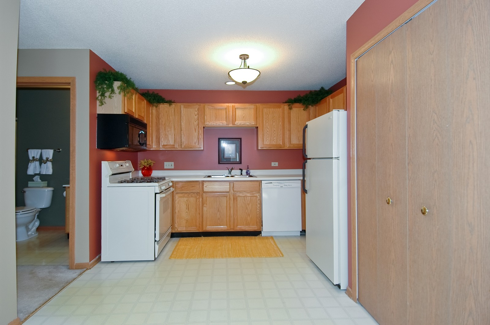 Real Estate Photography - 420 Westwood Ct, A, Crystal Lake, IL, 60014 - Kitchen
