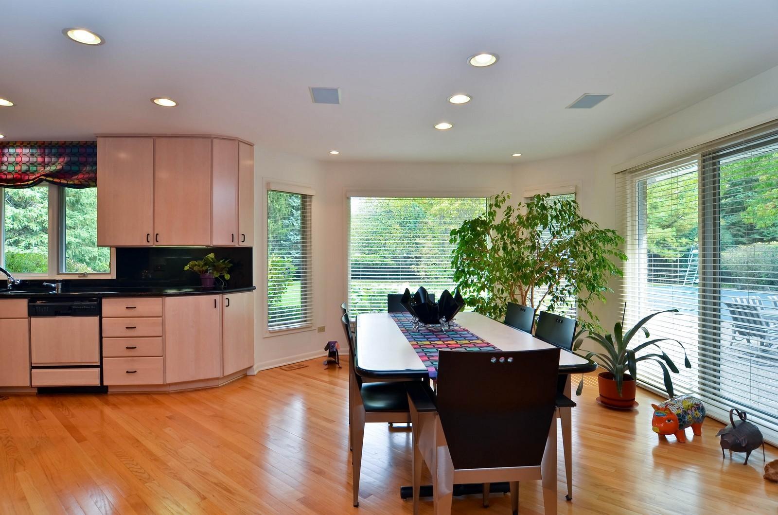 Real Estate Photography - 2265 Cedar, Northbrook, IL, 60062 - Kitchen / Breakfast Room