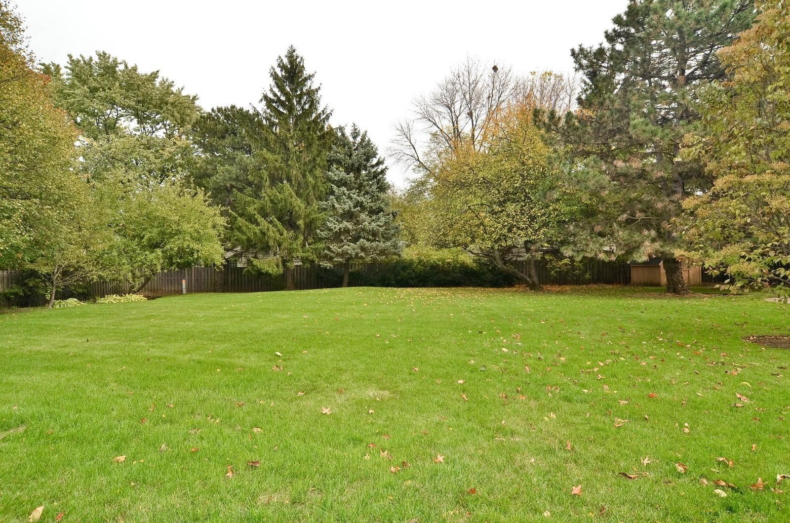Real Estate Photography - 2265 Cedar, Northbrook, IL, 60062 - Back Yard