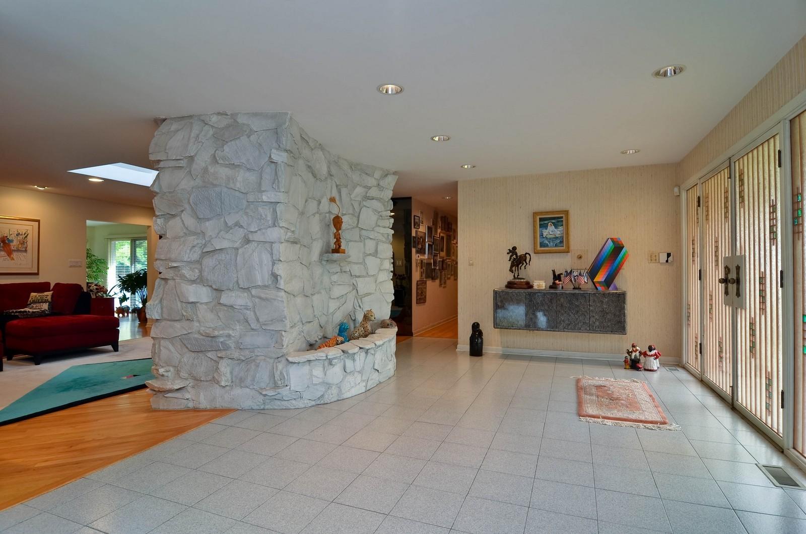 Real Estate Photography - 2265 Cedar, Northbrook, IL, 60062 - Foyer