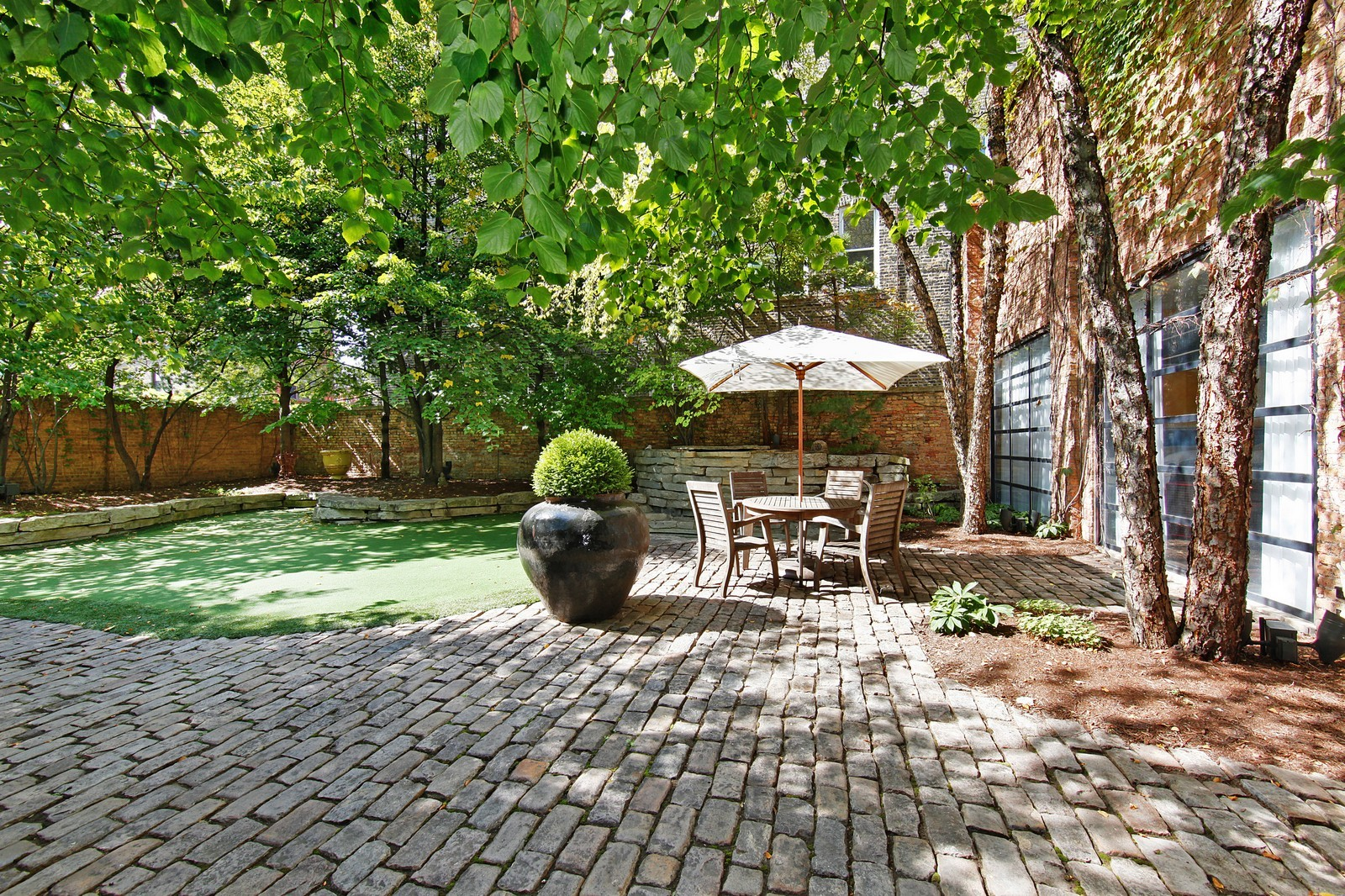 Real Estate Photography - 1424 W Ohio St, Chicago, IL, 60622 - Back Yard