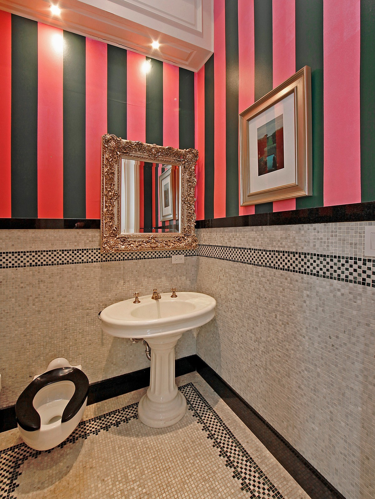 Real Estate Photography - 1424 W Ohio St, Chicago, IL, 60622 - Half Bath