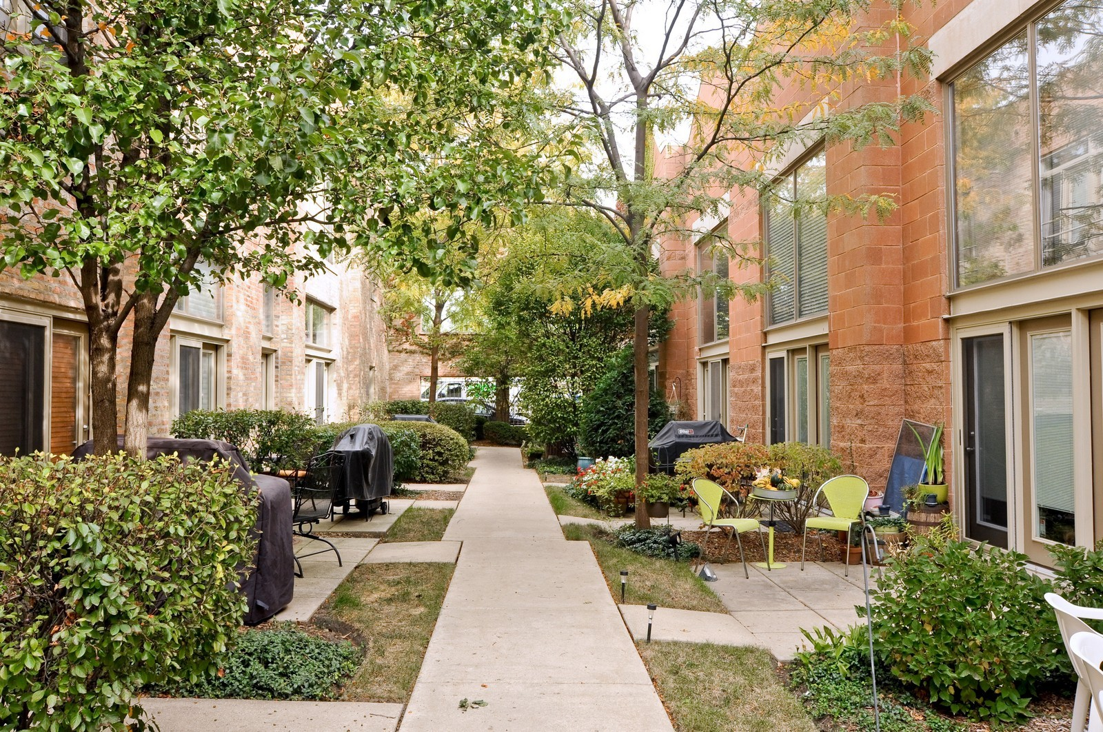 Real Estate Photography - 1100 West Cornelia, #126, Chicago, IL, 60657 - Courtyard