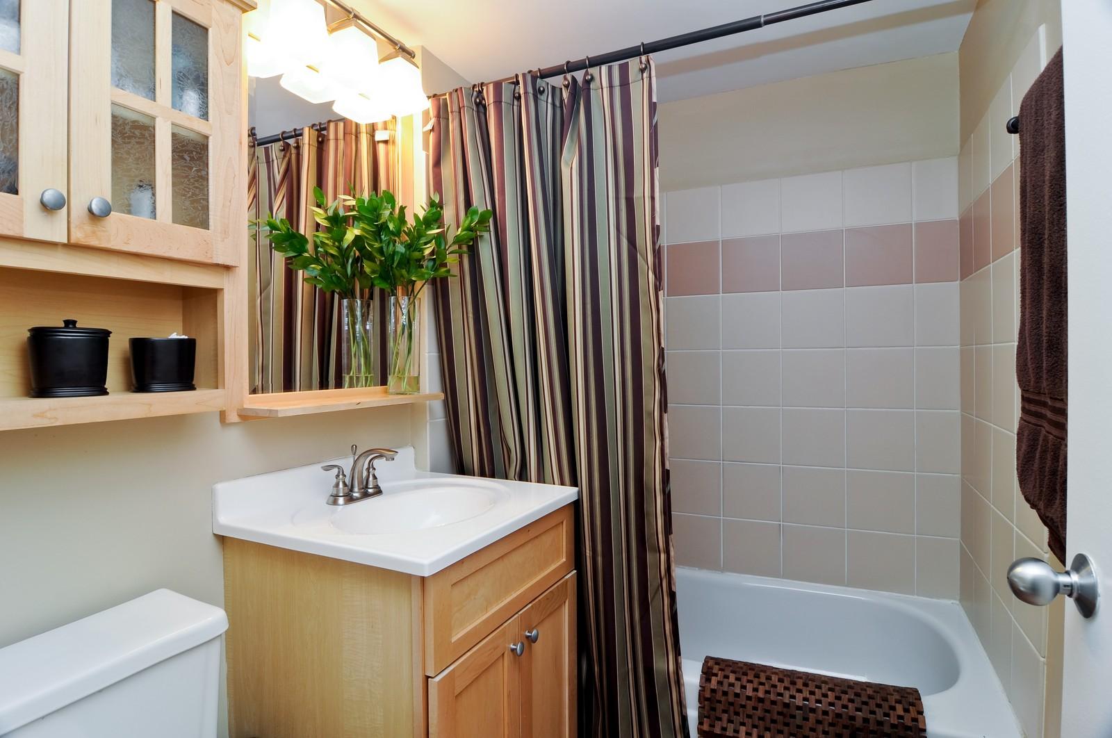 Real Estate Photography - 1100 West Cornelia, #126, Chicago, IL, 60657 - Bathroom