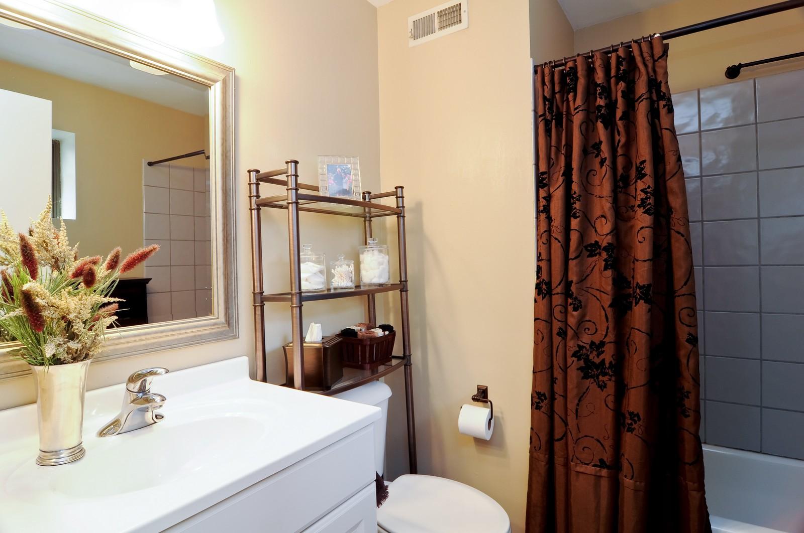 Real Estate Photography - 1100 West Cornelia, #126, Chicago, IL, 60657 - 2nd Bathroom