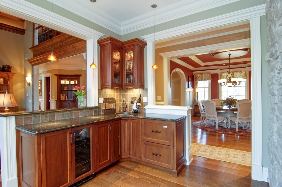 Real Estate Photography - 8S235 Murray Dr, Naperville, IL, 60540 - Wet bar area