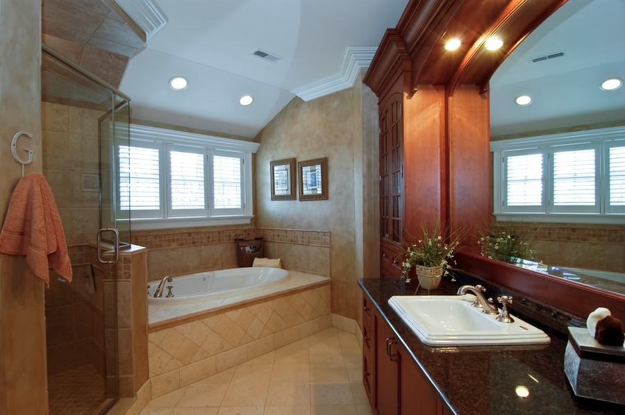 Real Estate Photography - 8S235 Murray Dr, Naperville, IL, 60540 - 2nd Bathroom