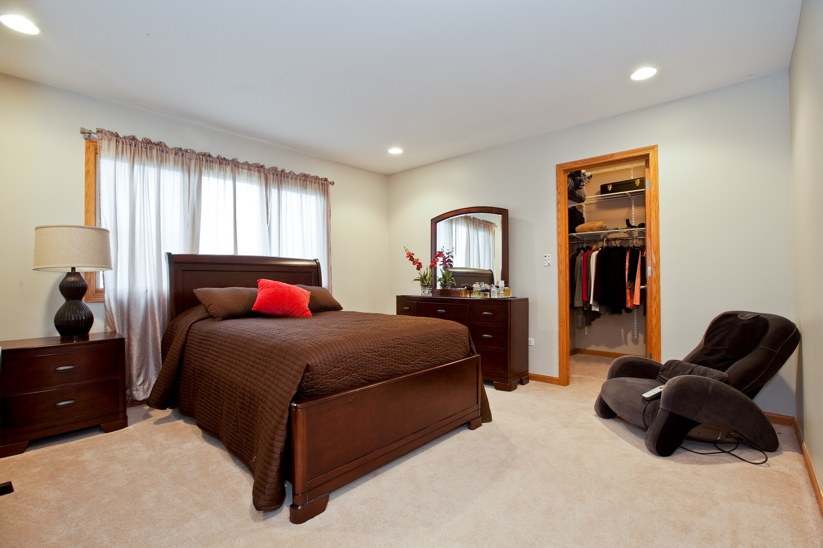 Real Estate Photography - 2 Abbey Court, Woodridge, IL, 60517 - 3rd Bedroom