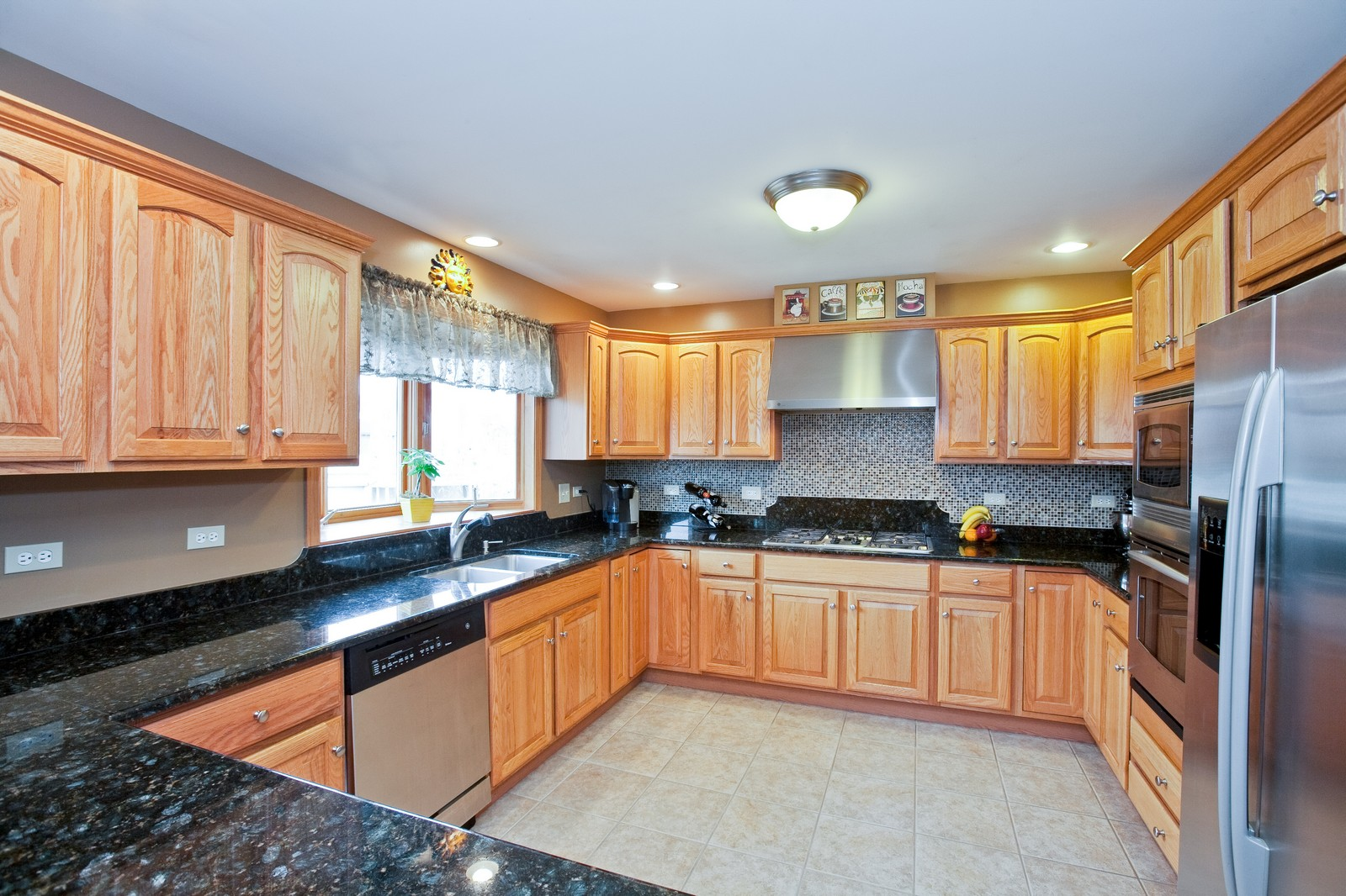 Real Estate Photography - 2 Abbey Court, Woodridge, IL, 60517 - Kitchen