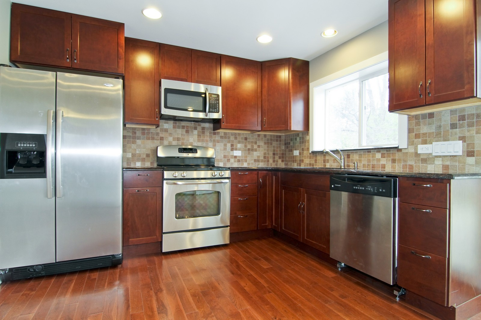 Real Estate Photography - 406 N Garfield St, Lombard, IL, 60148 - Kitchen