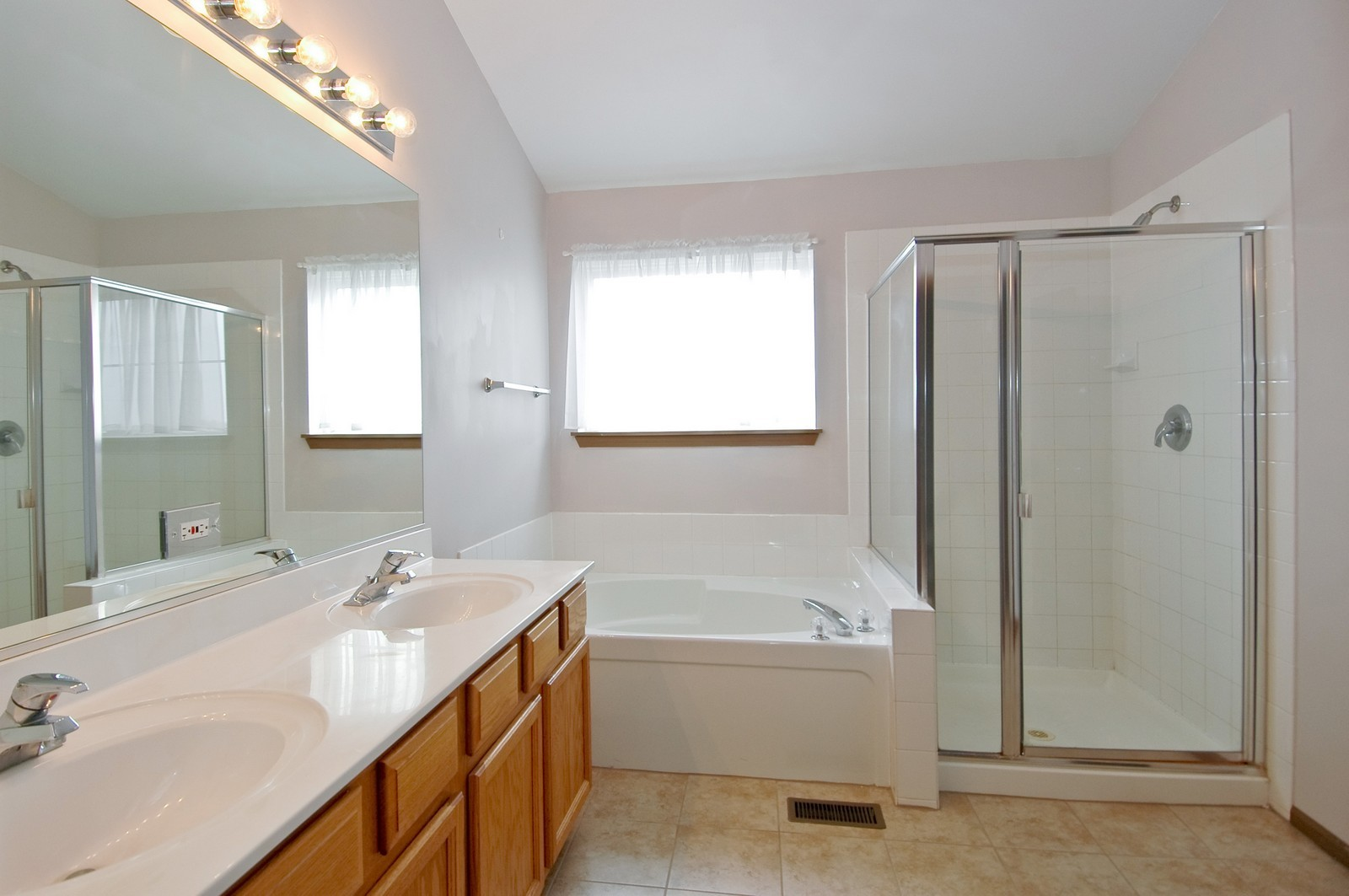 Real Estate Photography - 2988 Langston, St Charles, IL, 60175 - Master Bathroom