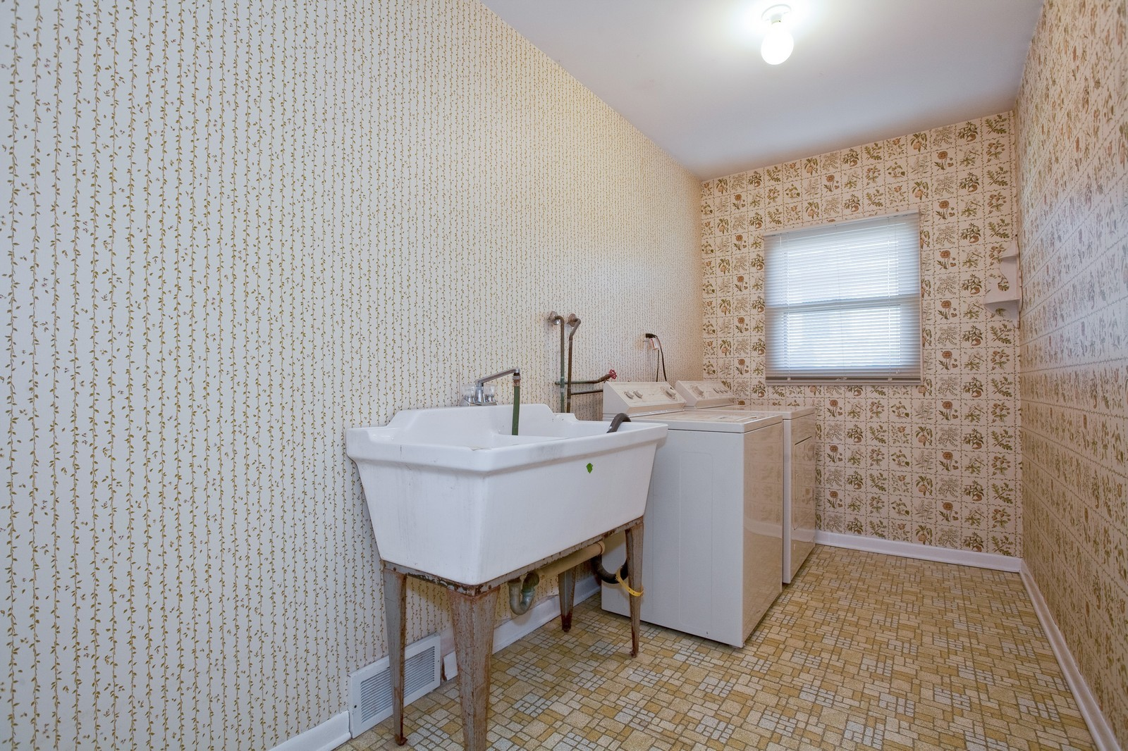 Real Estate Photography - 1330 68th Place, Downers Grove, IL, 60516 - Laundry Room