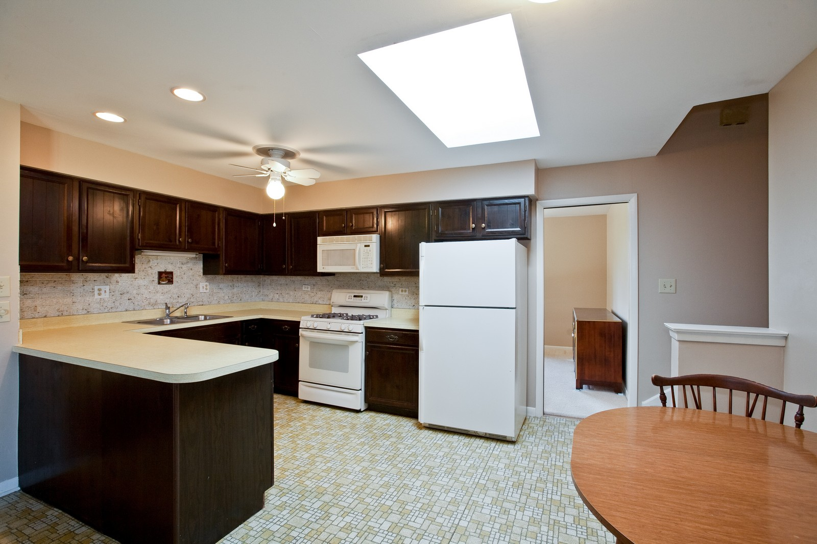 Real Estate Photography - 1330 68th Place, Downers Grove, IL, 60516 - Kitchen