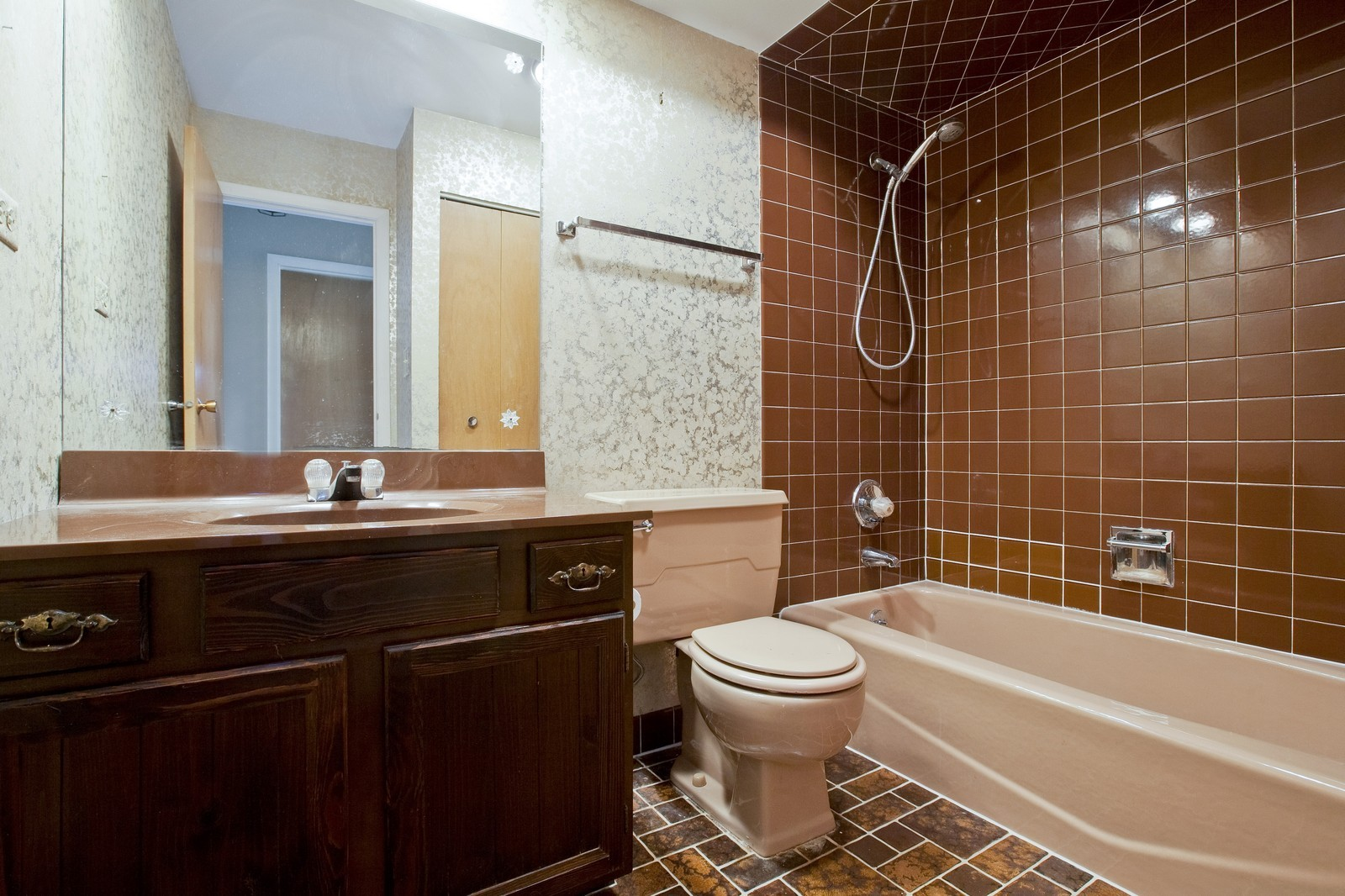 Real Estate Photography - 1330 68th Place, Downers Grove, IL, 60516 - Bathroom