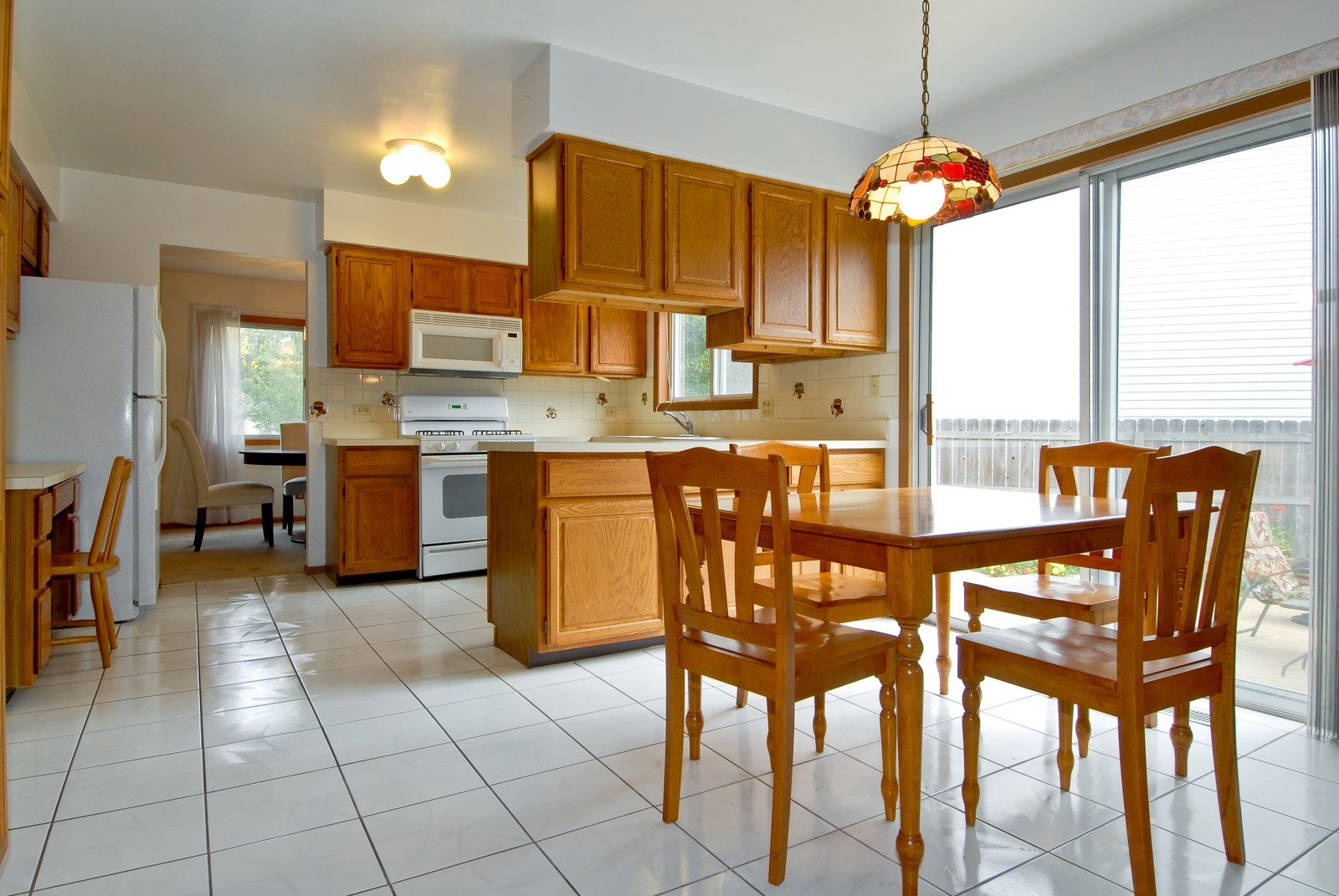 Real Estate Photography - 2610 Homestead Dr, Naperville, IL, 60564 - Kitchen / Breakfast Room