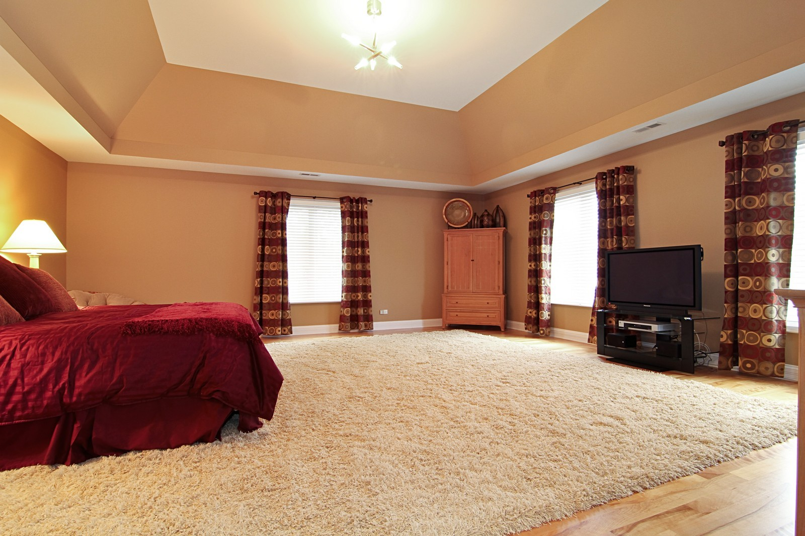 Real Estate Photography - 550 S Linden Ave, Elmhurst, IL, 60126 - Master Bedroom