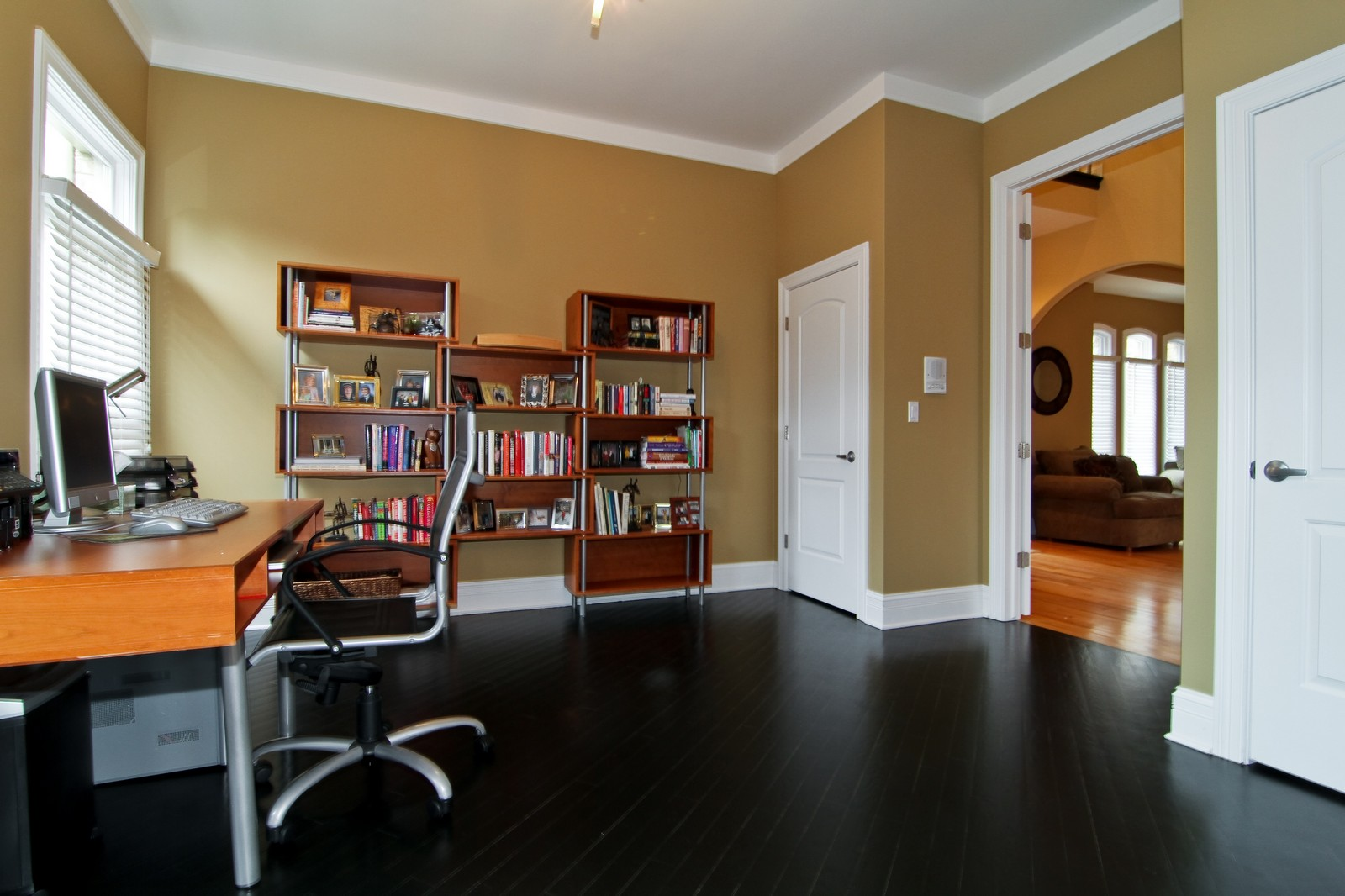 Real Estate Photography - 550 S Linden Ave, Elmhurst, IL, 60126 - Office