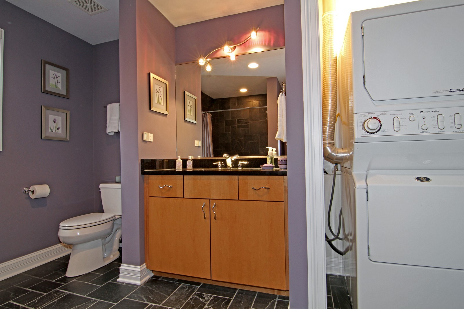 Real Estate Photography - 550 S Linden Ave, Elmhurst, IL, 60126 - Bathroom