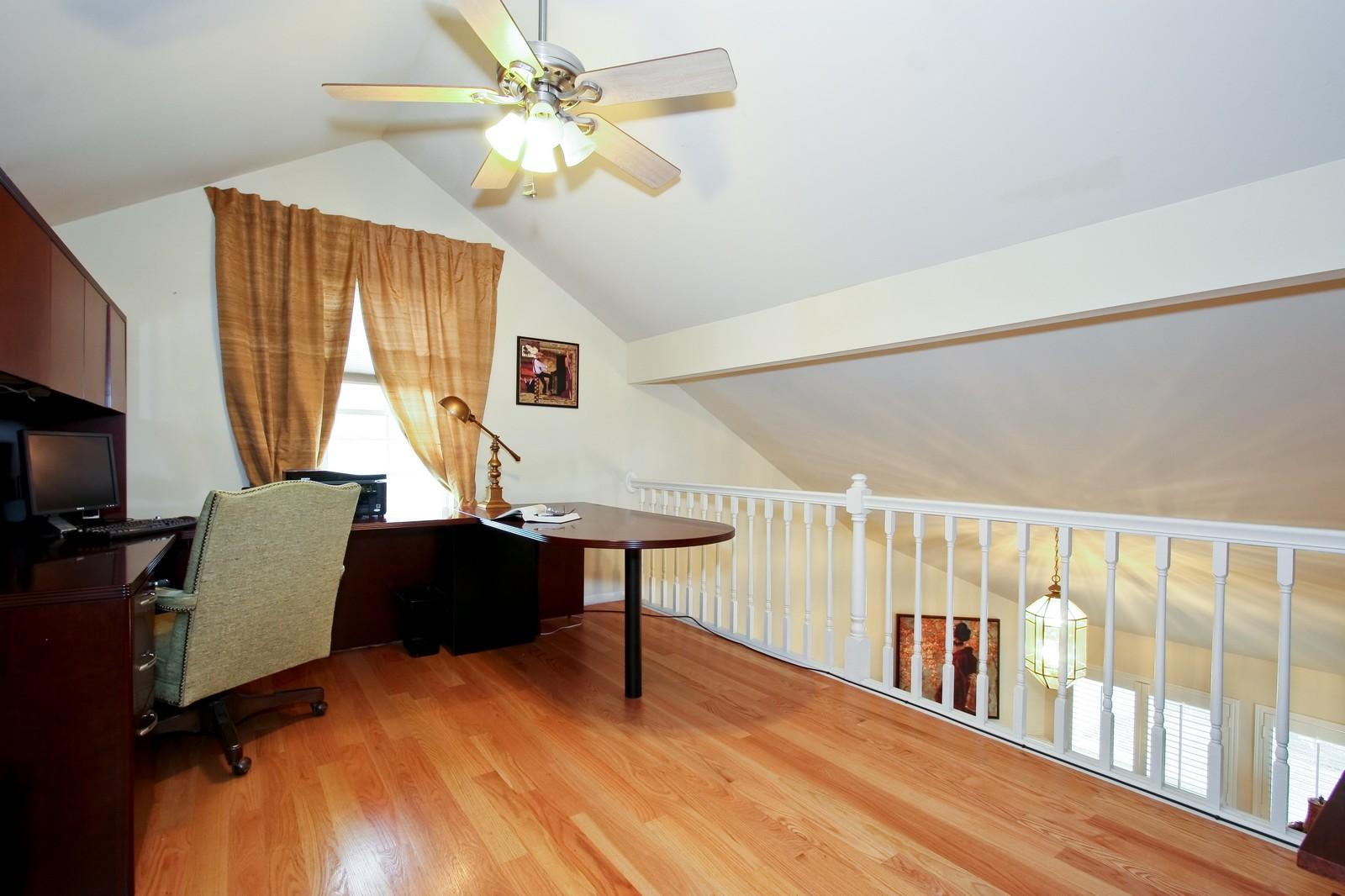 Real Estate Photography - 2637 Grove, Blue Island, IL, 60406 - Loft