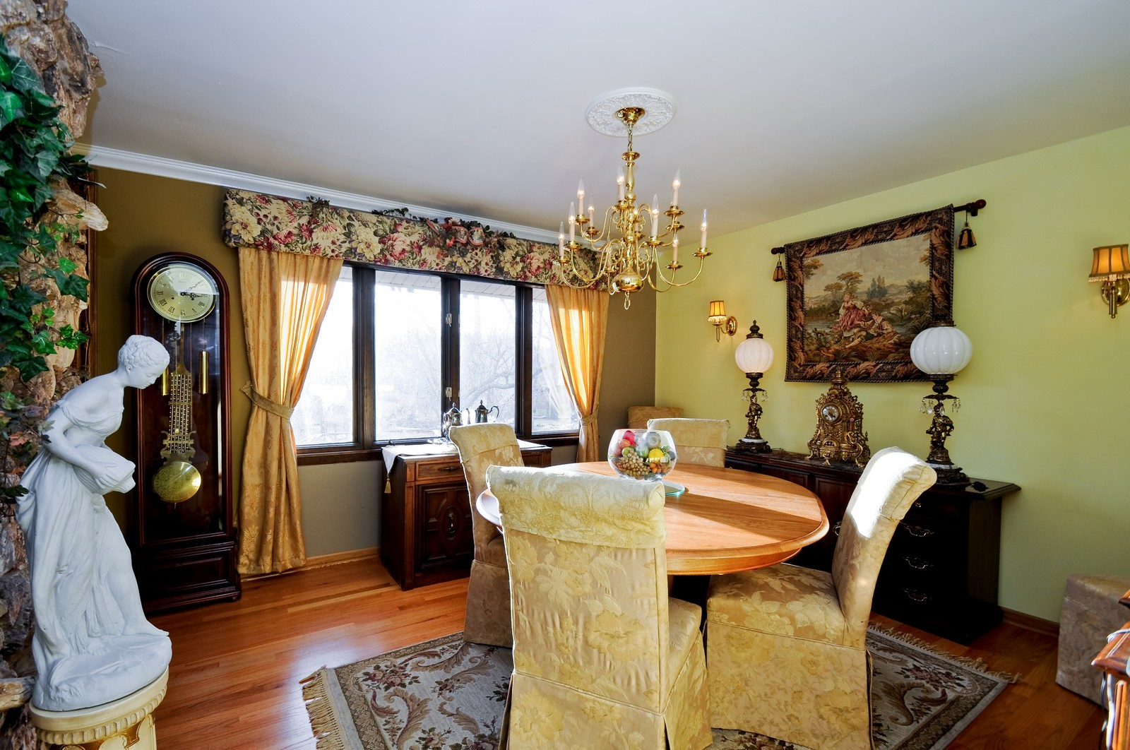Real Estate Photography - 13964 S Cherokee Trail, Homer Glen, IL, 60491 - Dining Room