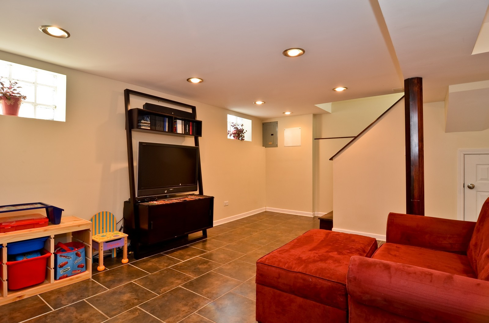 Real Estate Photography - 392 S Cumberland Parkway, Des Plaines, IL, 60016 - Location 2