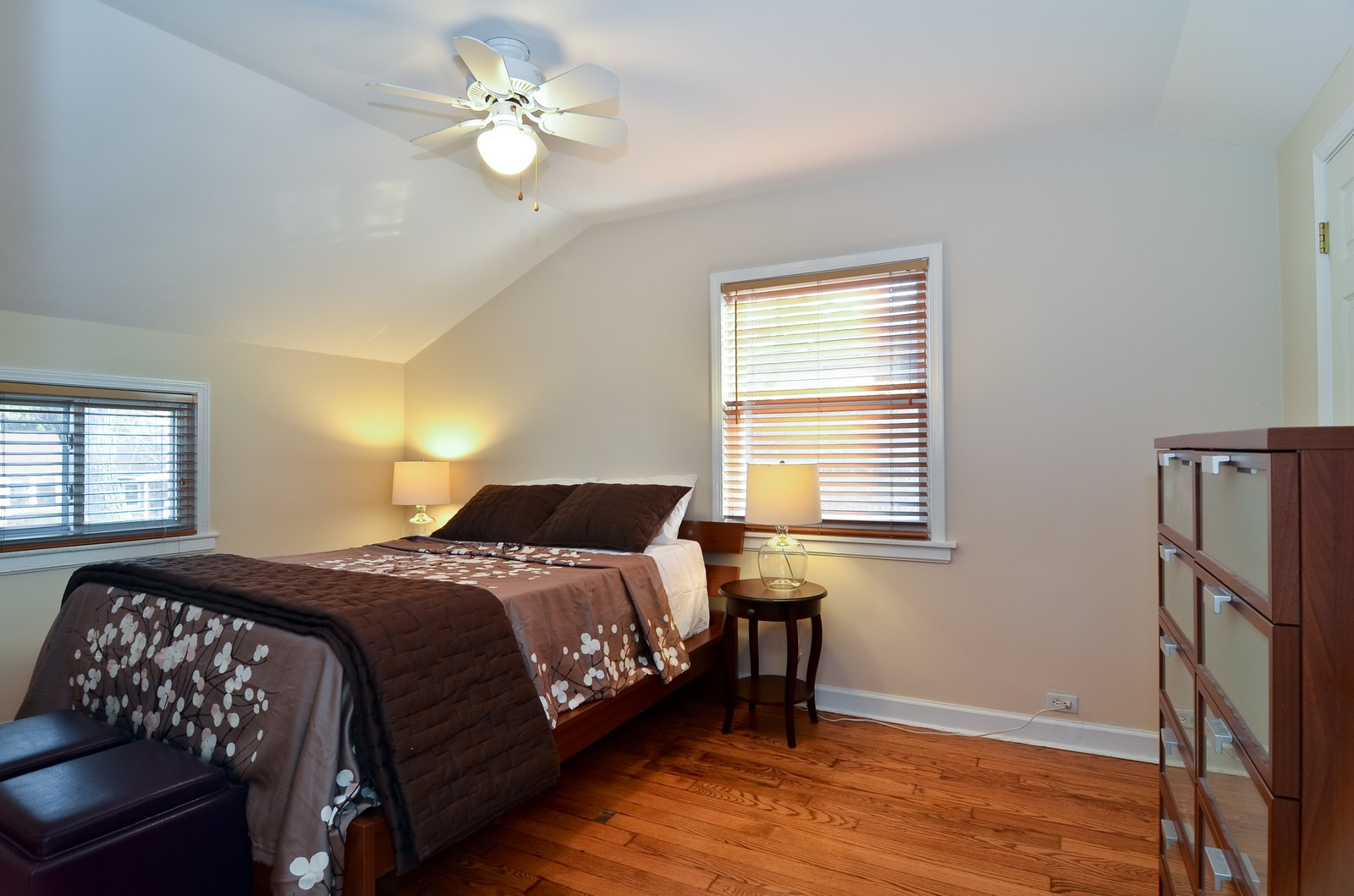 Real Estate Photography - 392 S Cumberland Parkway, Des Plaines, IL, 60016 - Master Bedroom