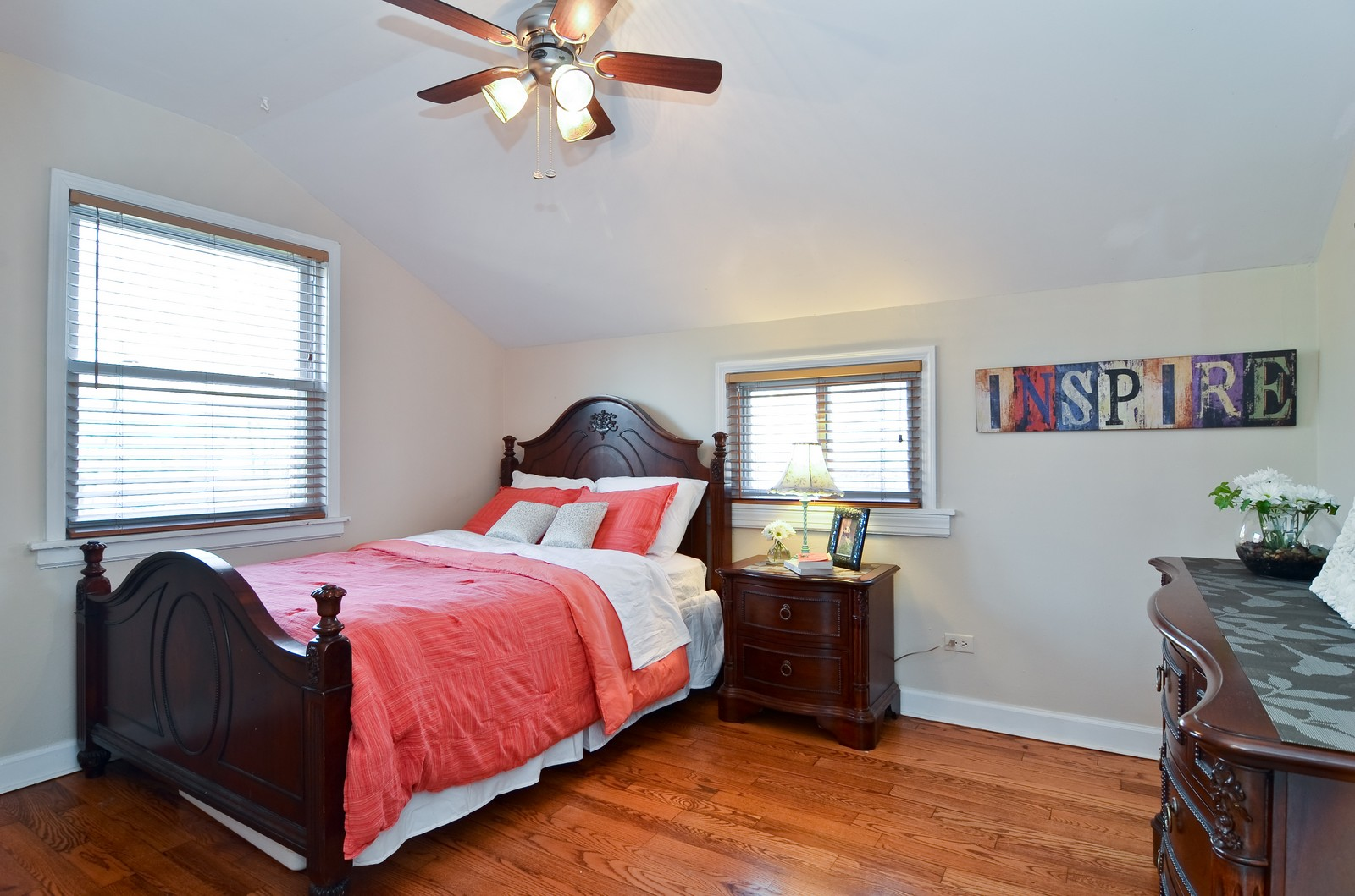 Real Estate Photography - 392 S Cumberland Parkway, Des Plaines, IL, 60016 - 2nd Bedroom