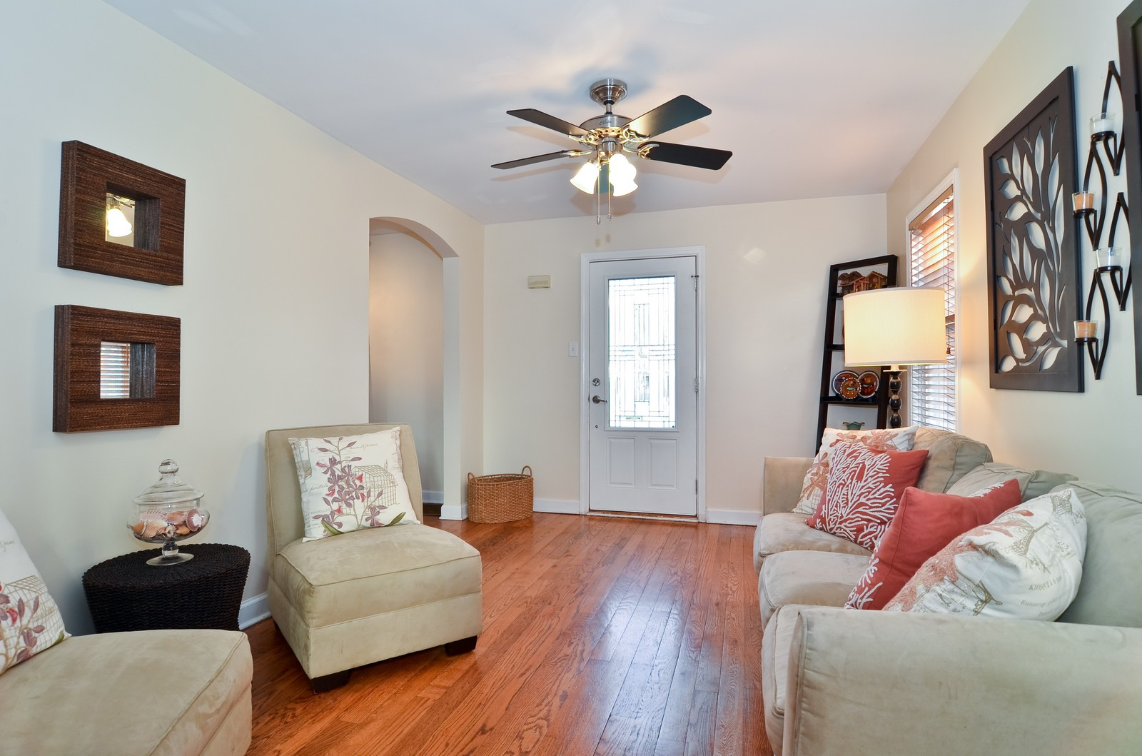 Real Estate Photography - 392 S Cumberland Parkway, Des Plaines, IL, 60016 - Living Room