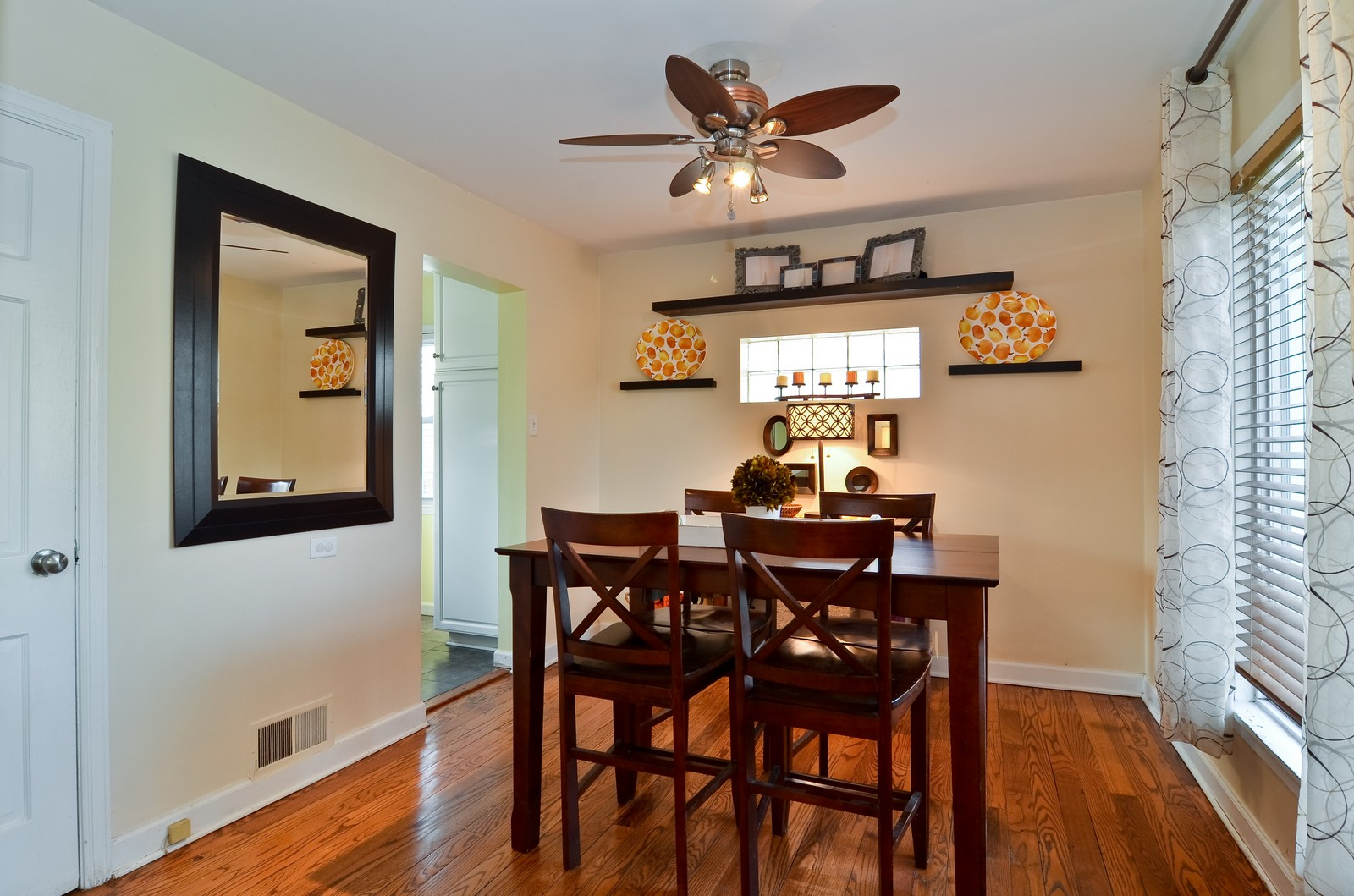 Real Estate Photography - 392 S Cumberland Parkway, Des Plaines, IL, 60016 - Dining Room
