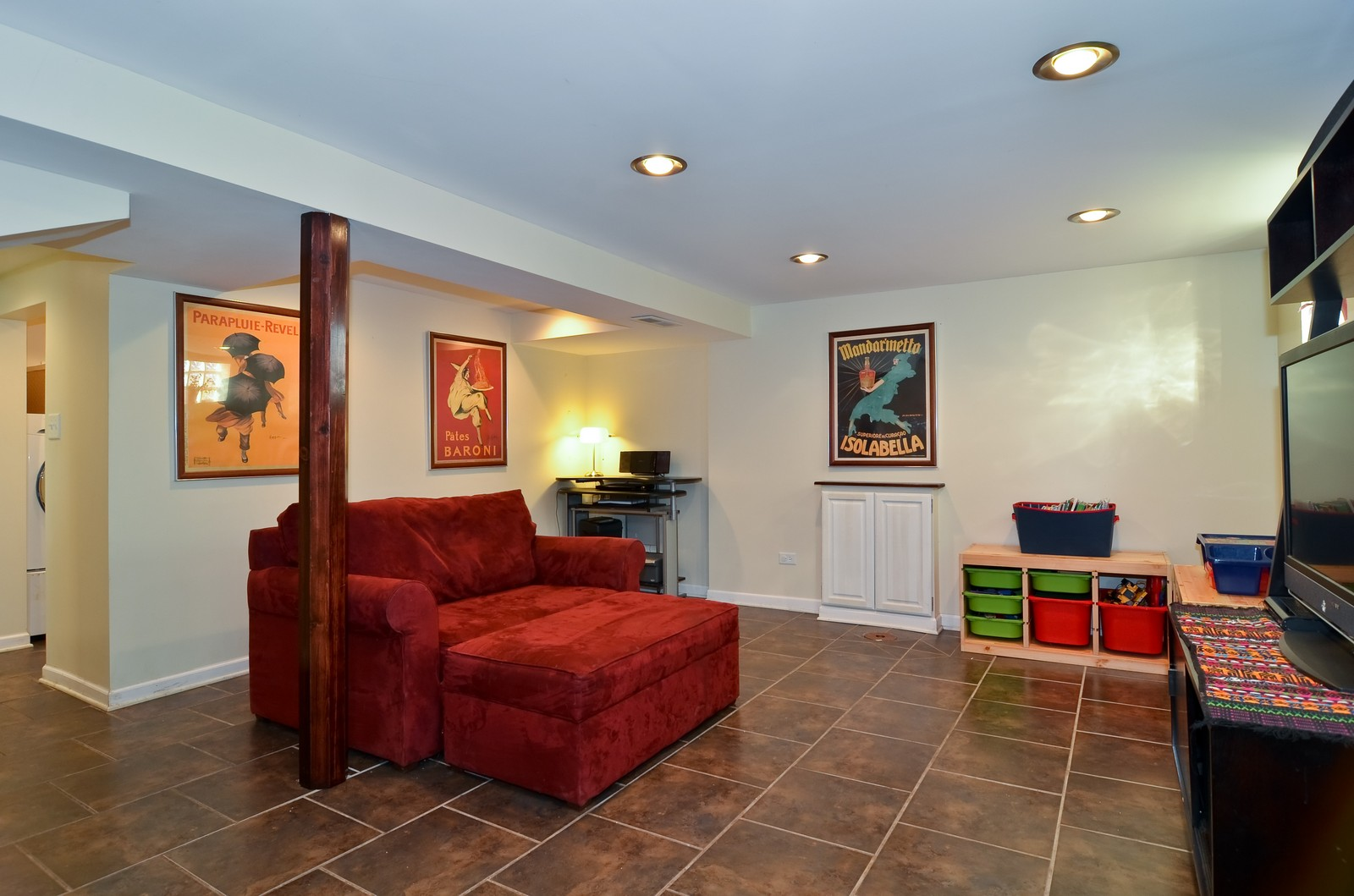 Real Estate Photography - 392 S Cumberland Parkway, Des Plaines, IL, 60016 - Family Room