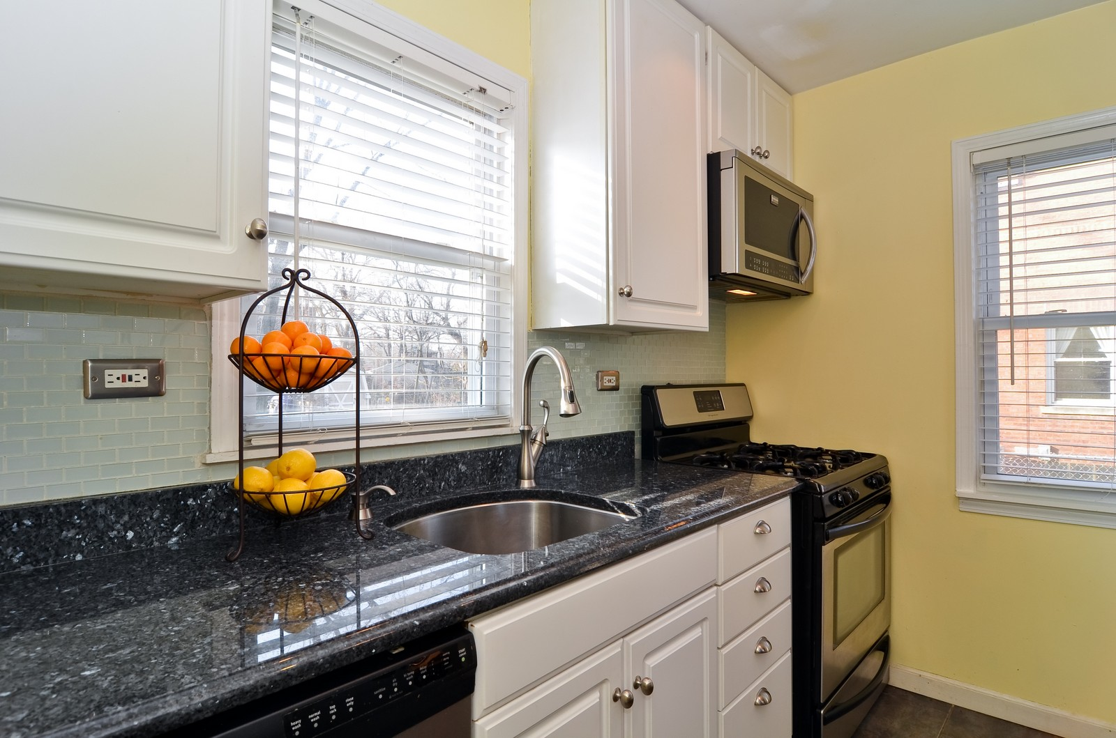 Real Estate Photography - 392 S Cumberland Parkway, Des Plaines, IL, 60016 - Kitchen