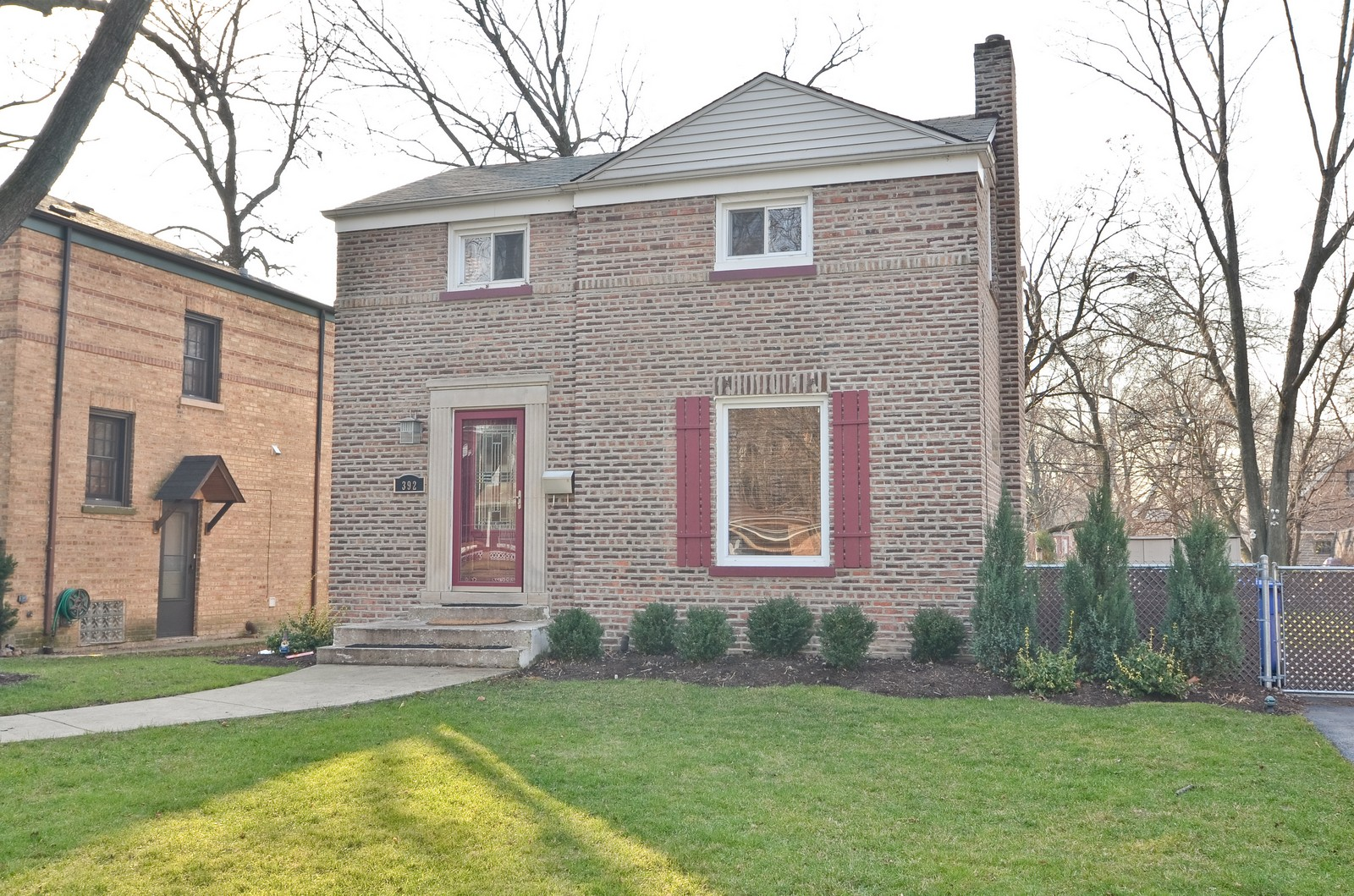 Real Estate Photography - 392 S Cumberland Parkway, Des Plaines, IL, 60016 - Front View