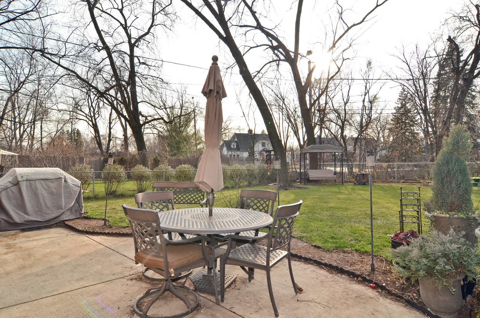 Real Estate Photography - 392 S Cumberland Parkway, Des Plaines, IL, 60016 - Patio