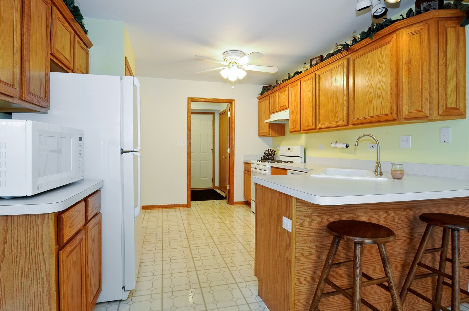 Real Estate Photography - 681 schooner, New Lenox, IL, 60451 - Kitchen