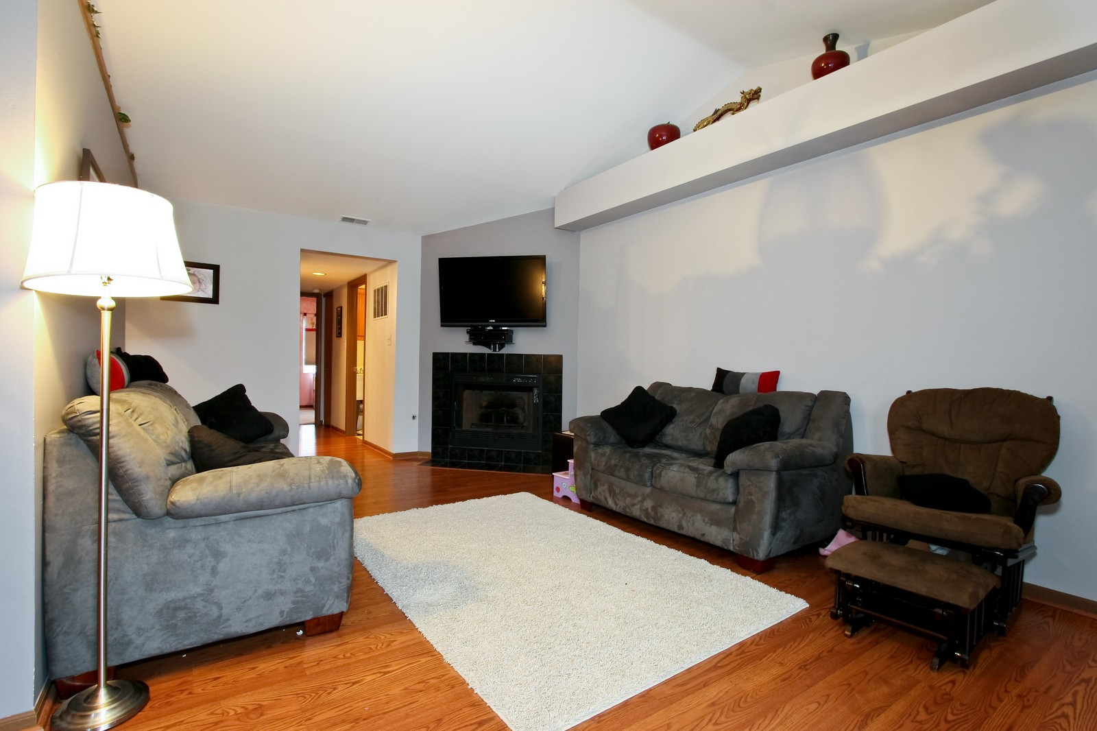 Real Estate Photography - 14764 Kenton, A3S, Midlothian, IL, 60445 - Living Room