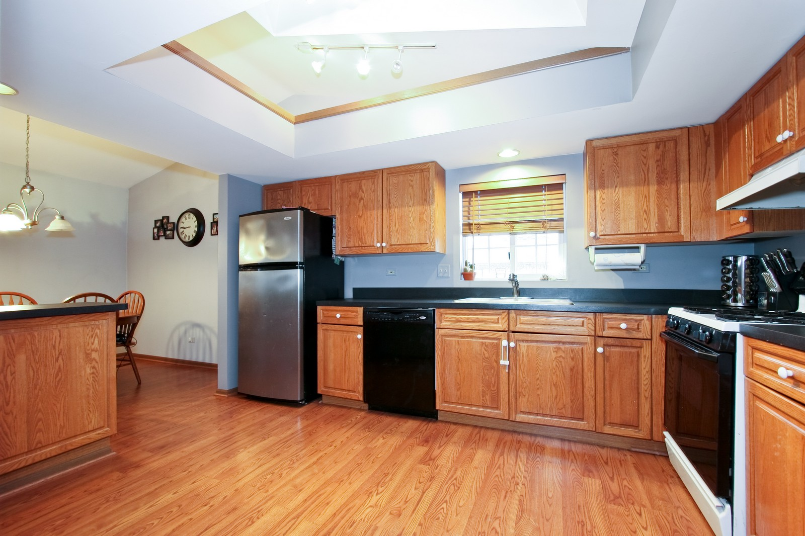 Real Estate Photography - 14764 Kenton, A3S, Midlothian, IL, 60445 - Kitchen