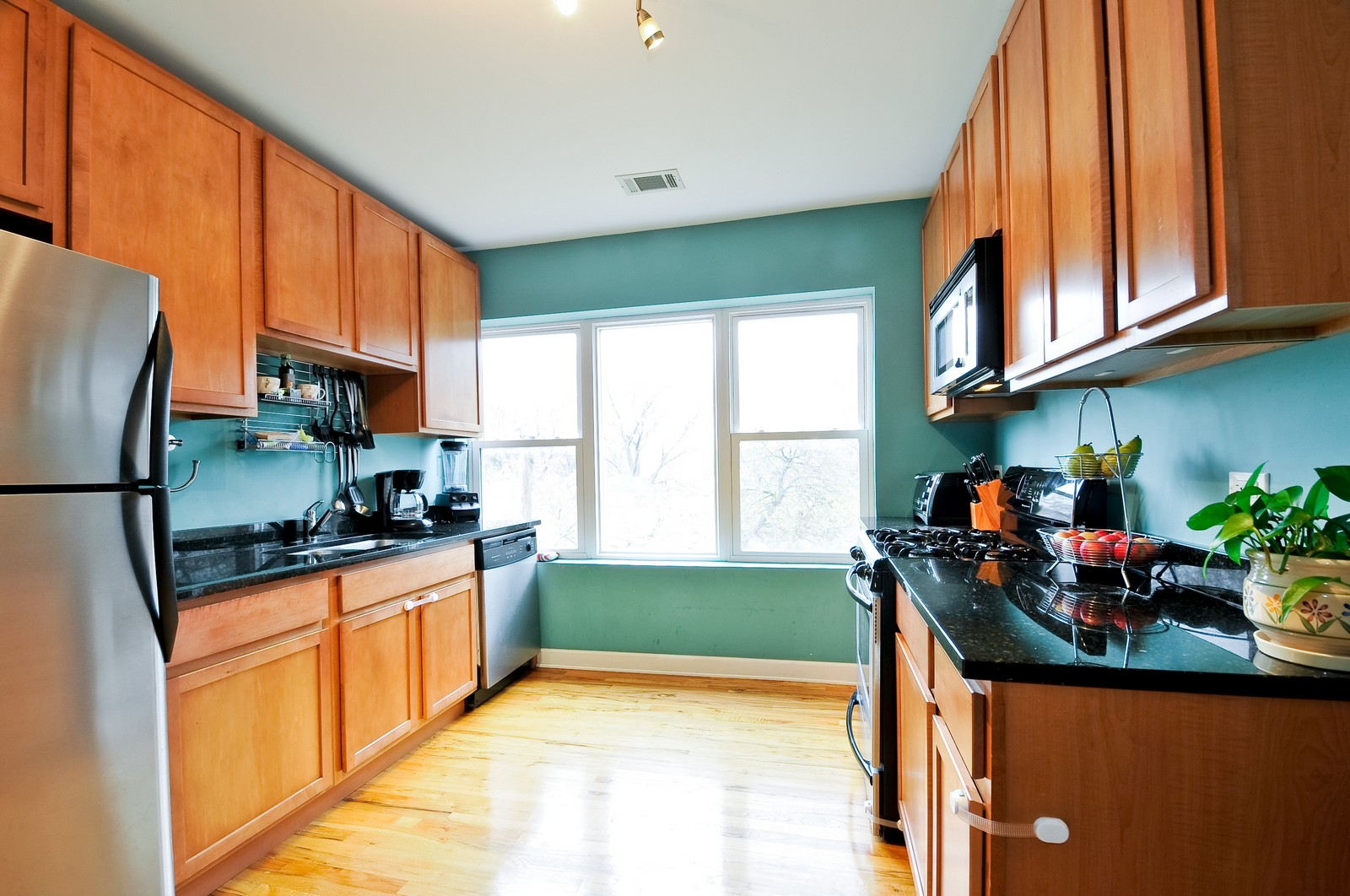 Real Estate Photography - 2552 W Rosemont, Unit 3, Chicago, IL, 60659 - Kitchen