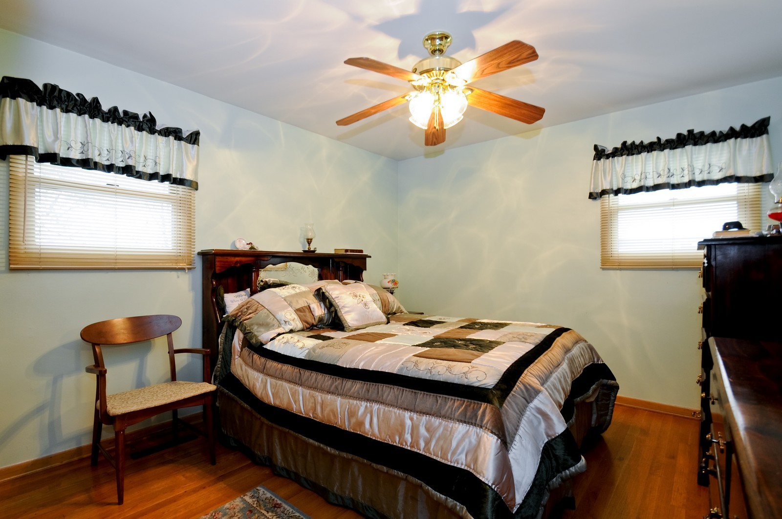 Real Estate Photography - 14812 Parkside Ave, Oak Forest, IL, 60452 - 2nd Bedroom