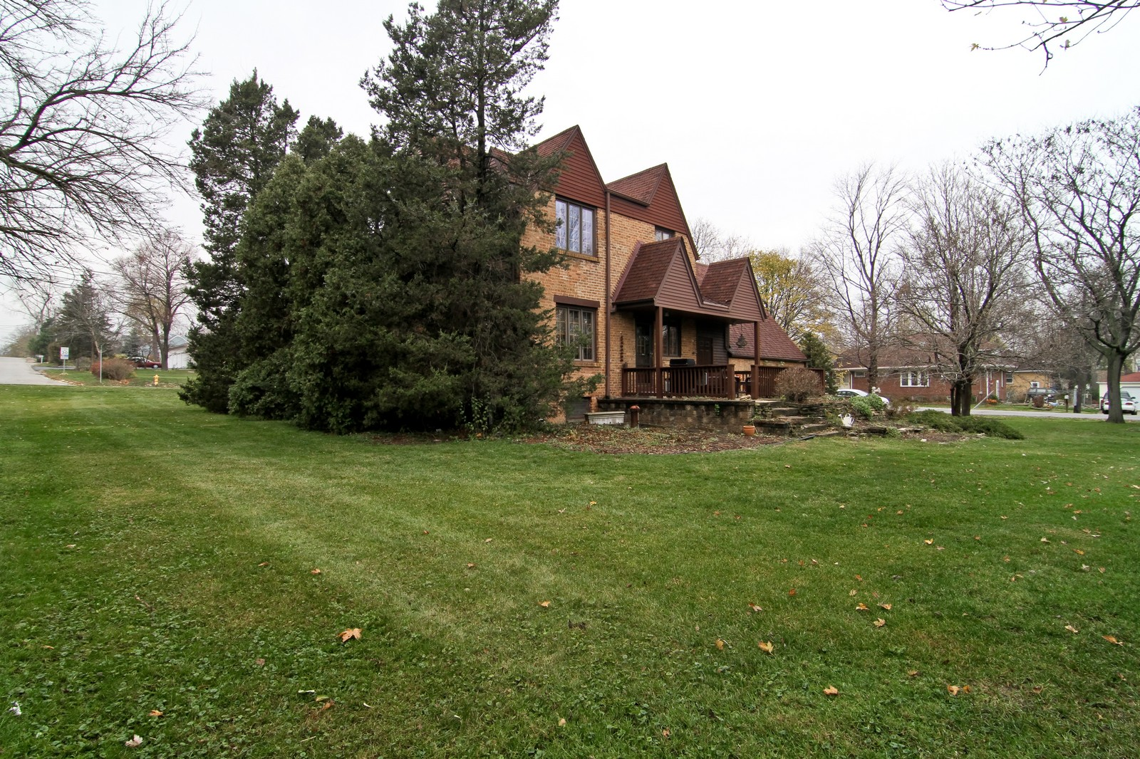 Real Estate Photography - 933 N Main, Glen Ellyn, IL, 60137 - Side View