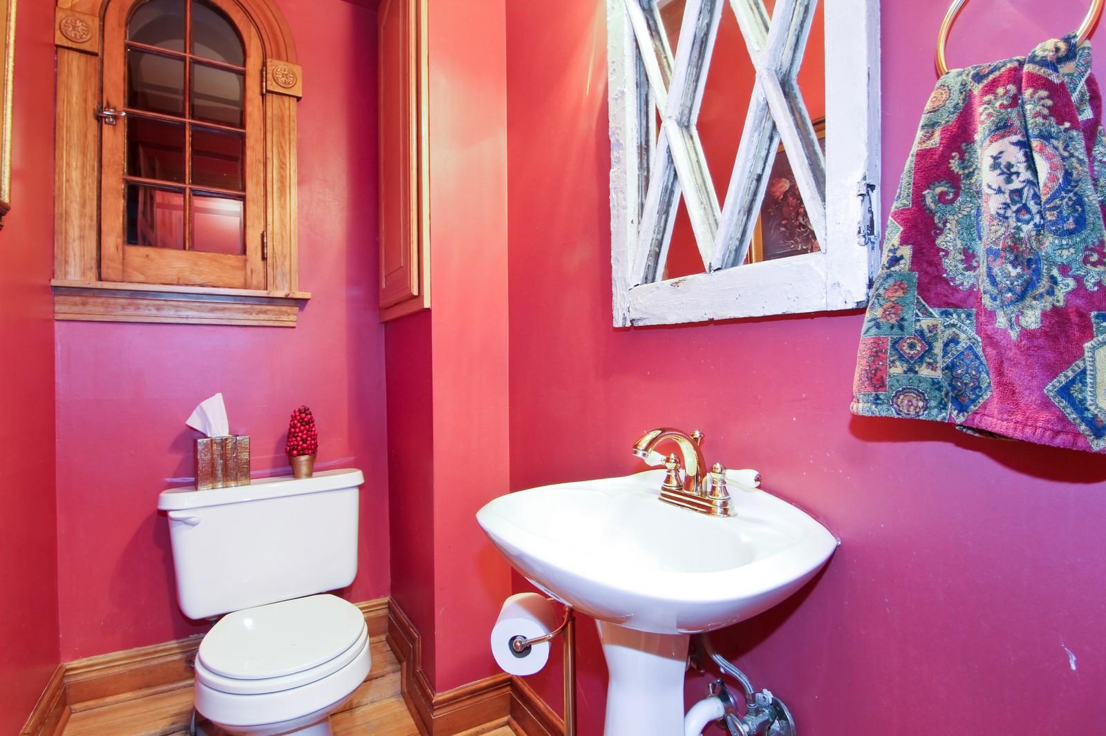 Real Estate Photography - 933 N Main, Glen Ellyn, IL, 60137 - Bathroom