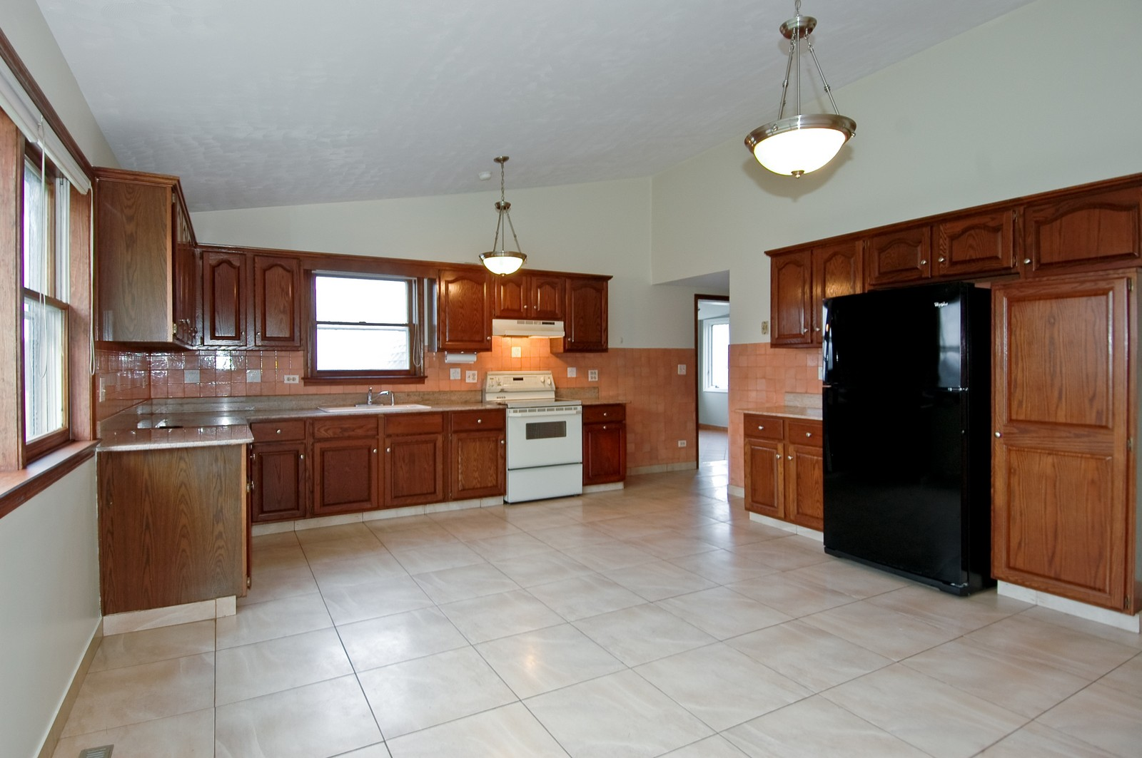 Real Estate Photography - 316 Old Sutton, Barrington Hills, IL, 60010 - Kitchen