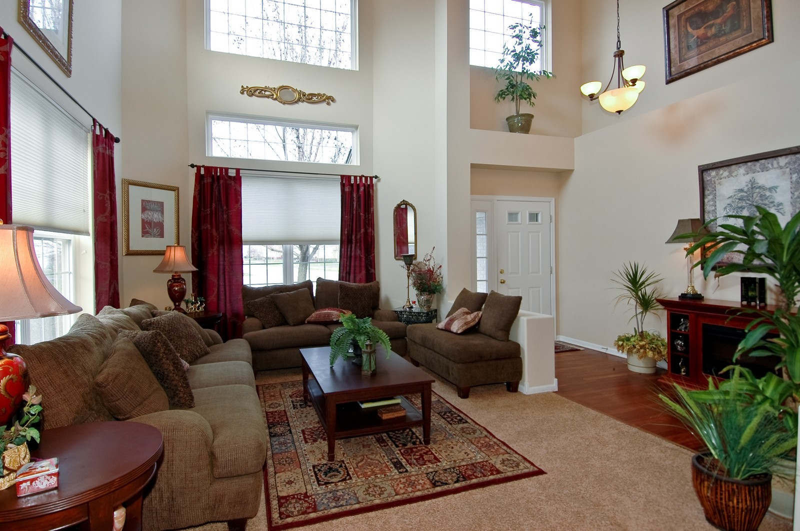 Real Estate Photography - 1581 Summerhill Ln, Cary, IL, 60013 - Living Room