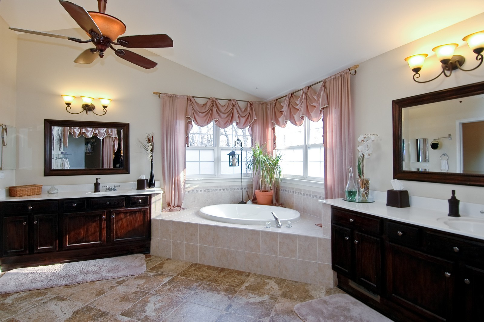Real Estate Photography - 1581 Summerhill Ln, Cary, IL, 60013 - Master Bathroom