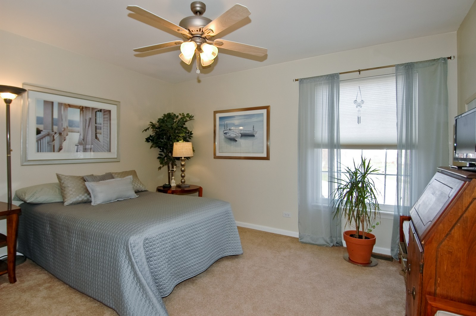 Real Estate Photography - 1581 Summerhill Ln, Cary, IL, 60013 - 2nd Bedroom