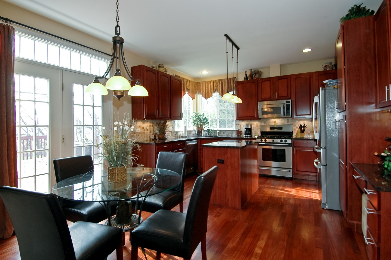 Real Estate Photography - 1581 Summerhill Ln, Cary, IL, 60013 - Kitchen