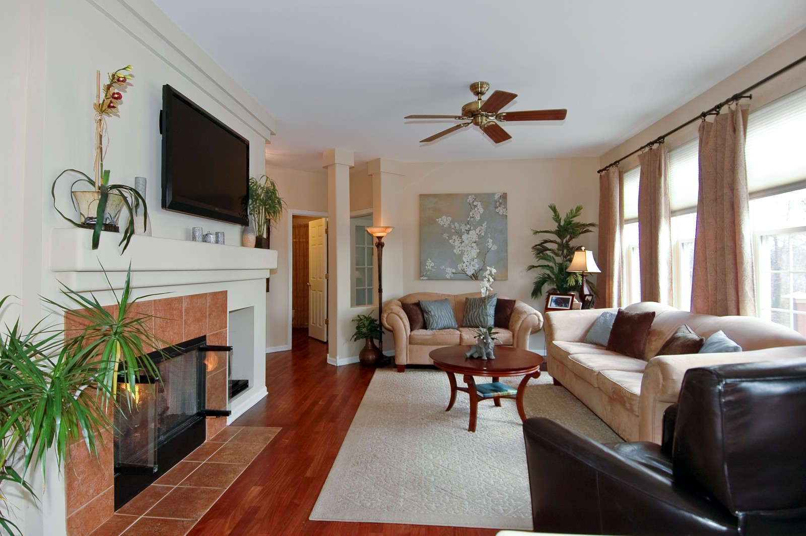Real Estate Photography - 1581 Summerhill Ln, Cary, IL, 60013 - Family Room