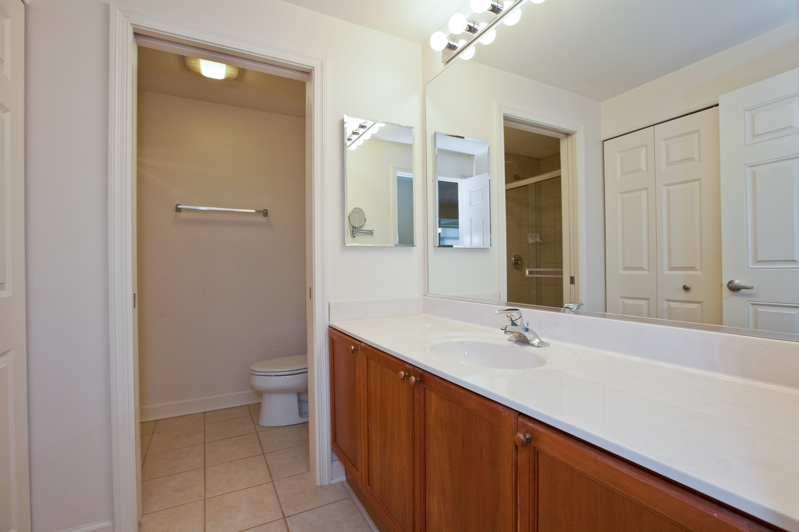 Real Estate Photography - 865 E 22nd St, Unit 510, Lombard, IL, 60148 - Bathroom