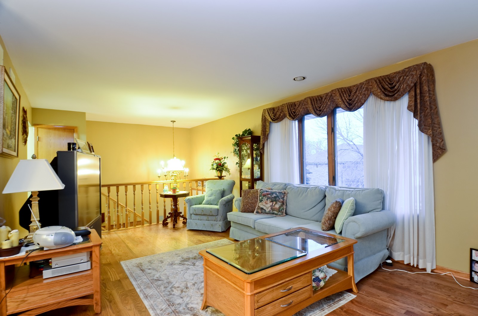 Real Estate Photography - 7229 W 154th St, Orland Park, IL, 60462 - Living Room