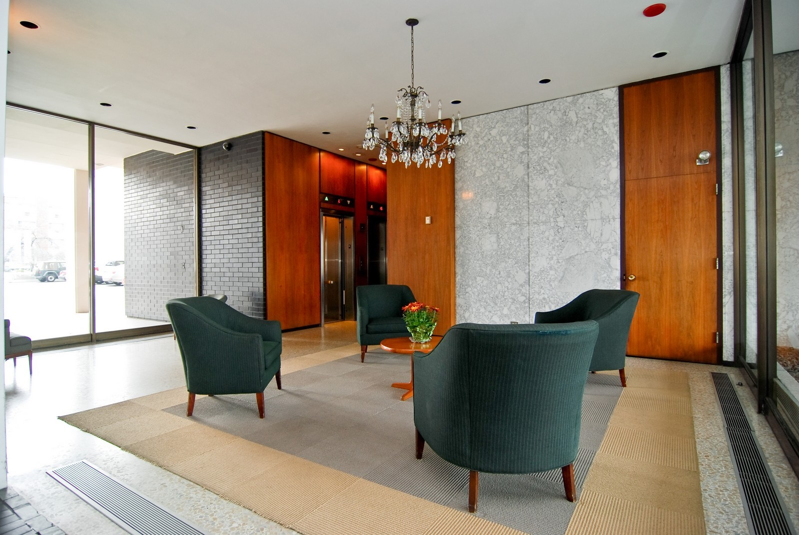 Real Estate Photography - 5733 N Sheridan, Unit 24B, Chicago, IL, 60660 - Lobby